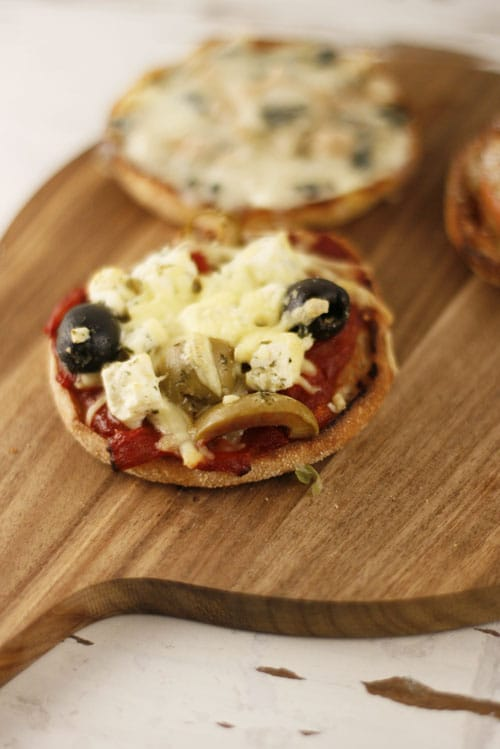 mhhhontags rezept schnelle toastiepizzen in s oder salzig mit apfel zimt olive feta. Black Bedroom Furniture Sets. Home Design Ideas