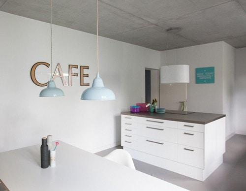 heute sind wir bei den bertine onlineshopbesitzerin und betonliebhaberin nadin und ihrer. Black Bedroom Furniture Sets. Home Design Ideas