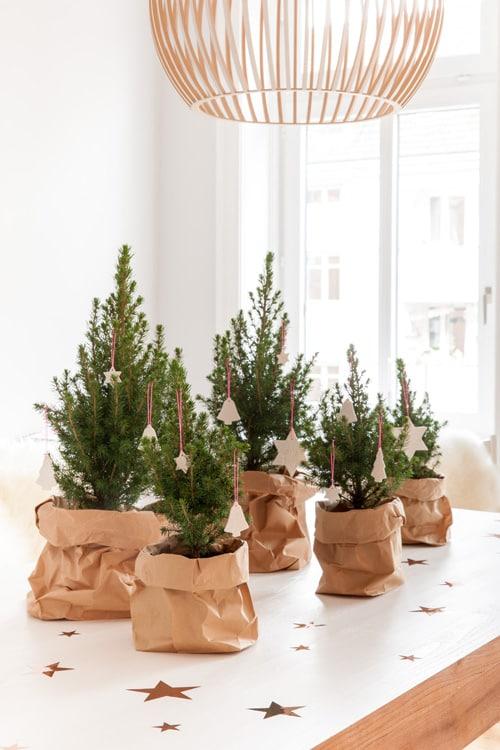 ein kleiner wald als weihnachts tischdekoration mit h bschen anh ngern von bymima ohhh mhhh. Black Bedroom Furniture Sets. Home Design Ideas