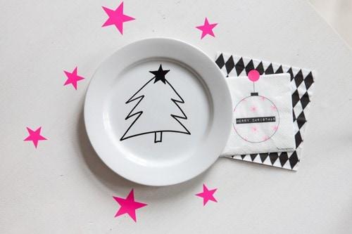 schnell ein weihnachtsgeschirr zaubern dank porzellanstift oder wie man seine kinder oder sich. Black Bedroom Furniture Sets. Home Design Ideas