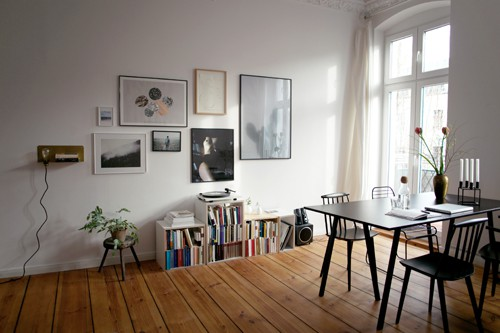 hereinspaziert in die berliner wohnung der our food stories blogger laura und nora plus ein. Black Bedroom Furniture Sets. Home Design Ideas