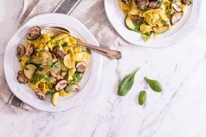 ein-mahl-etwas-gutes-cremige-kuerbissauce-mit-salbei-und-cashewkernen-lynn-hoefer