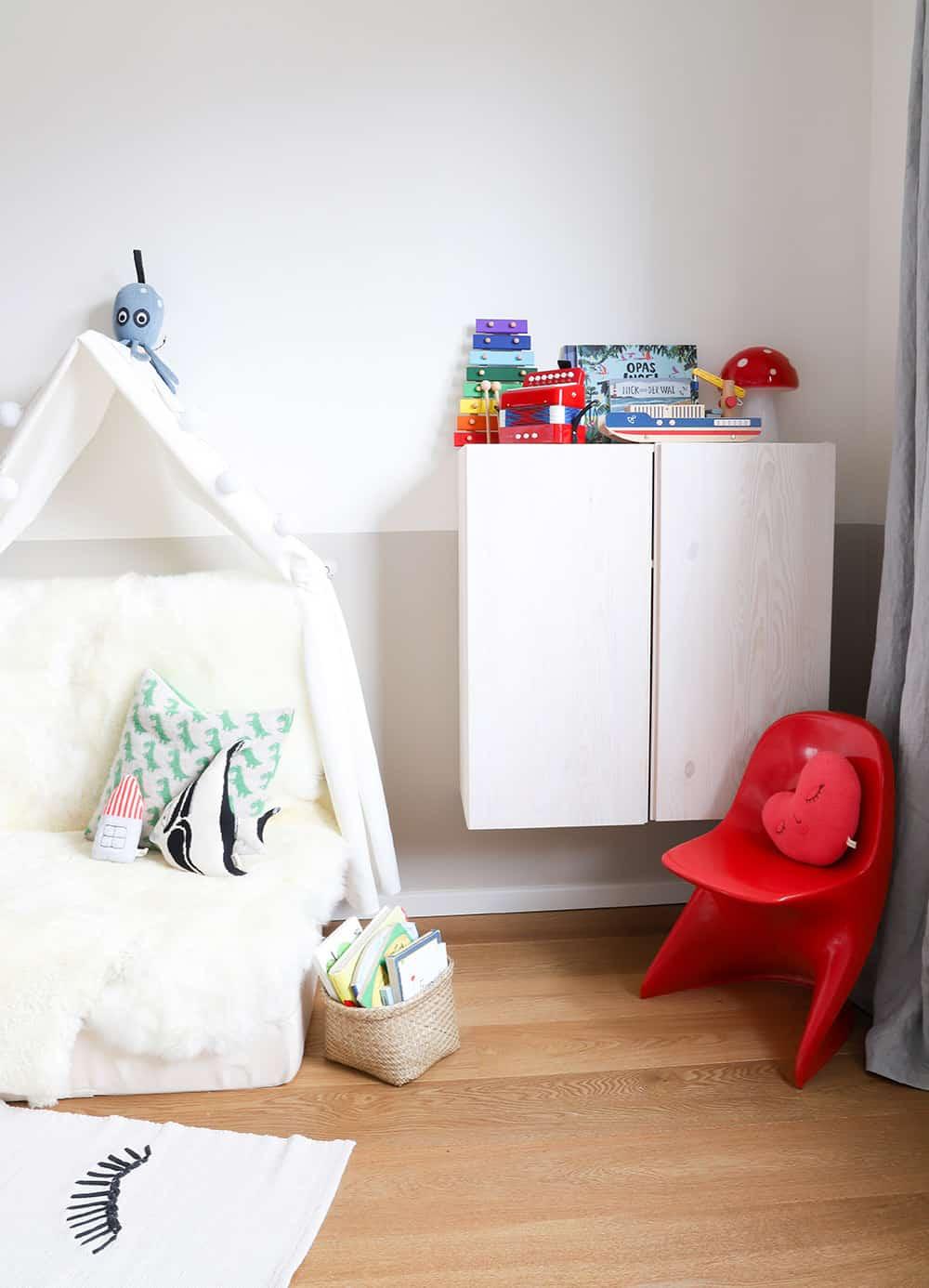Wie man ein Kinderzimmer mit etwas Farbe und ein paar kleinen Ideen ...