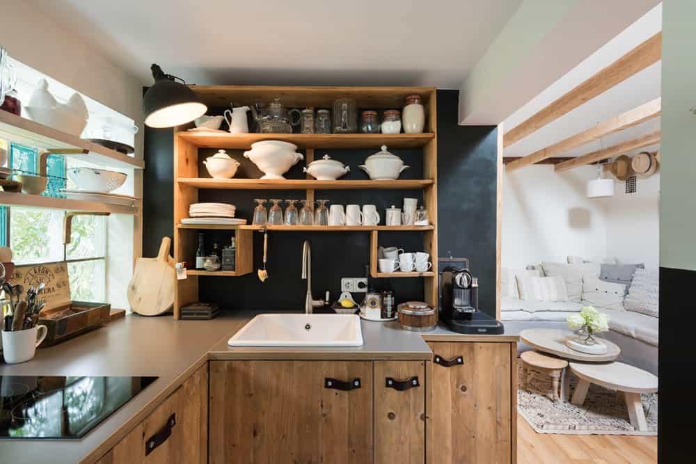 Schaut Euch Mal Ihre Küche An. Wobei U2013 Sekunde: Habt Ihr Die  Holzperlen Ketten Unterm Vordach Gesehen? Heieieiu2026