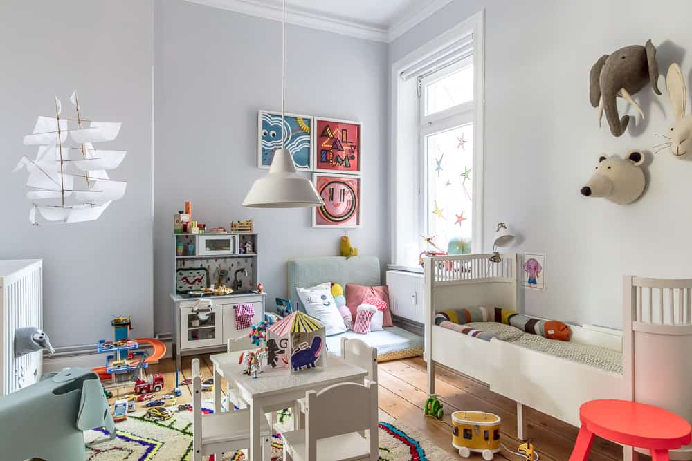 unser kinderzimmer ist jetzt eine disco dank der philips. Black Bedroom Furniture Sets. Home Design Ideas