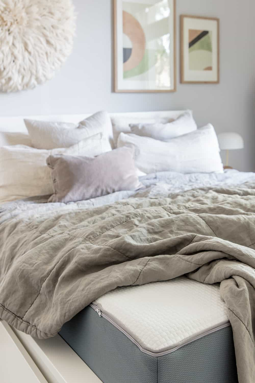 unser neues schlafzimmer inklusive aufwachlicht von philips hue und knaller rabatten f r euch. Black Bedroom Furniture Sets. Home Design Ideas