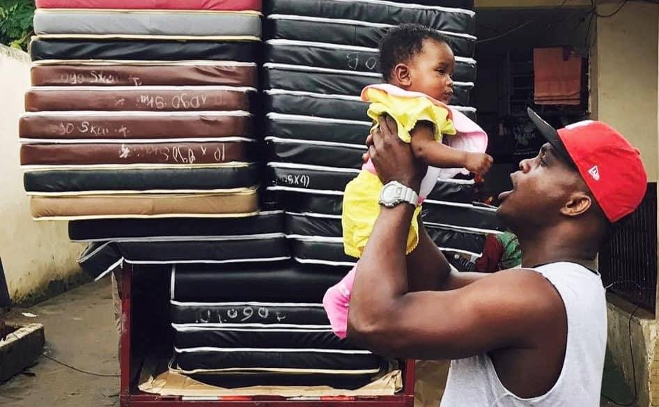 Marc Ndouta von helping Tessy